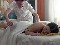 Tricky Masseur Give Her A Sensual Massage She'll Never Forget